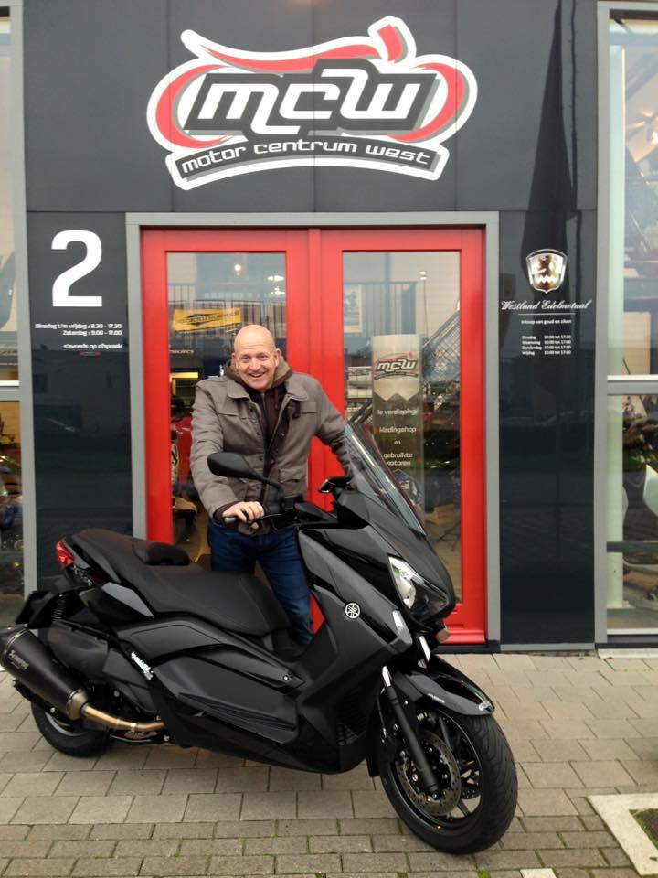 aflevering-nieuwe-motorscooter-motorcentrumwest-naaldwijk