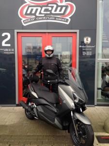 aflevering-nieuwe-yamaha-motorscooter-mcw-naaldwijk