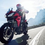 2016-Yamaha-MT07TR-EU-Radical-Red-Action-010