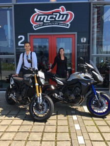 aflevering-yamaha-motorfiets-suzanne-eric-mcw-2016