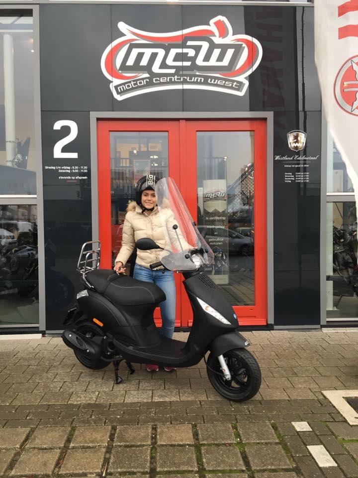 aflevering-stadsscooter-ilona-mcw-naaldwijk-2016