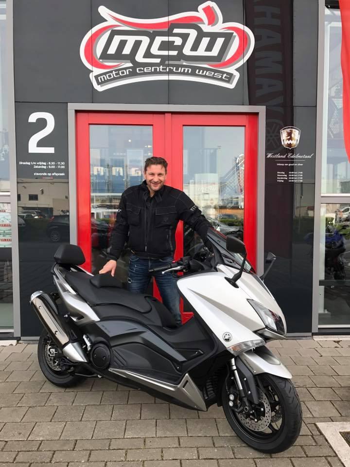 aflevering-yamaha-tmax-motorscooter-mario-mcw-naaldwijk